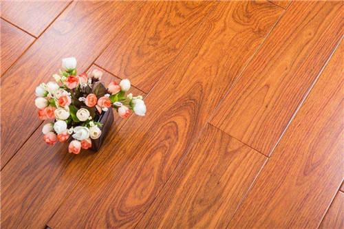 铺地板前地面要吸尘吗 怎么铺设木地板